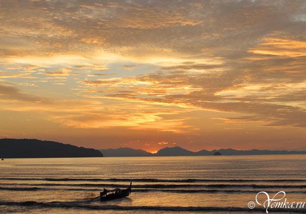 На фото: закат на Ао Нанге (Краби, Таиланд)