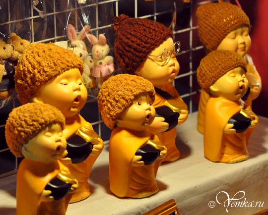 Тайланд, Чианг Май, фигурки монахов в шапках