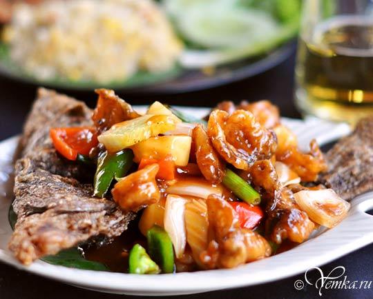 Еда в Таиланде. Рыба в кисло-сладком соусе