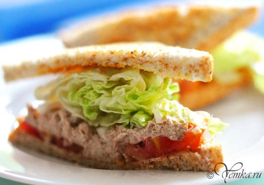 Еда в Тайланде. Бутерброд с тунцом