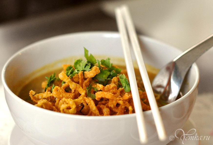 """Еда в Тайланде. Суп """"Као Сой"""" с курицей"""