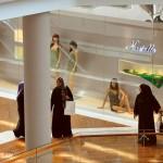 Сингапур многонационален, поэтому в магазинах часто можно встретить такие контрасты