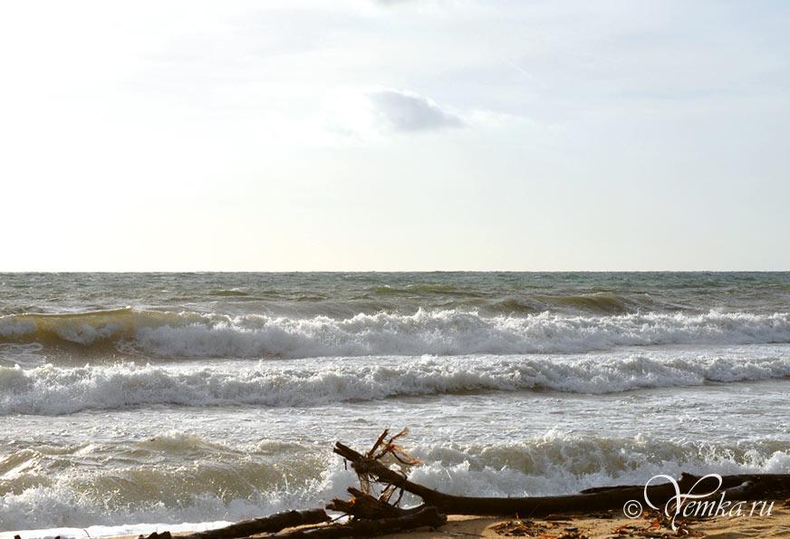 На пляже Таити в Сан-Тропе, октябрь