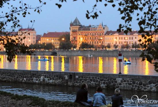 Любуемся вечерней Прагой