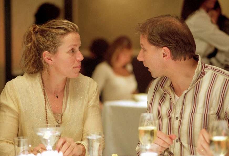 """Кадр из фильма """"Друзья с деньгами"""" (Положись на друзей, 2006)"""